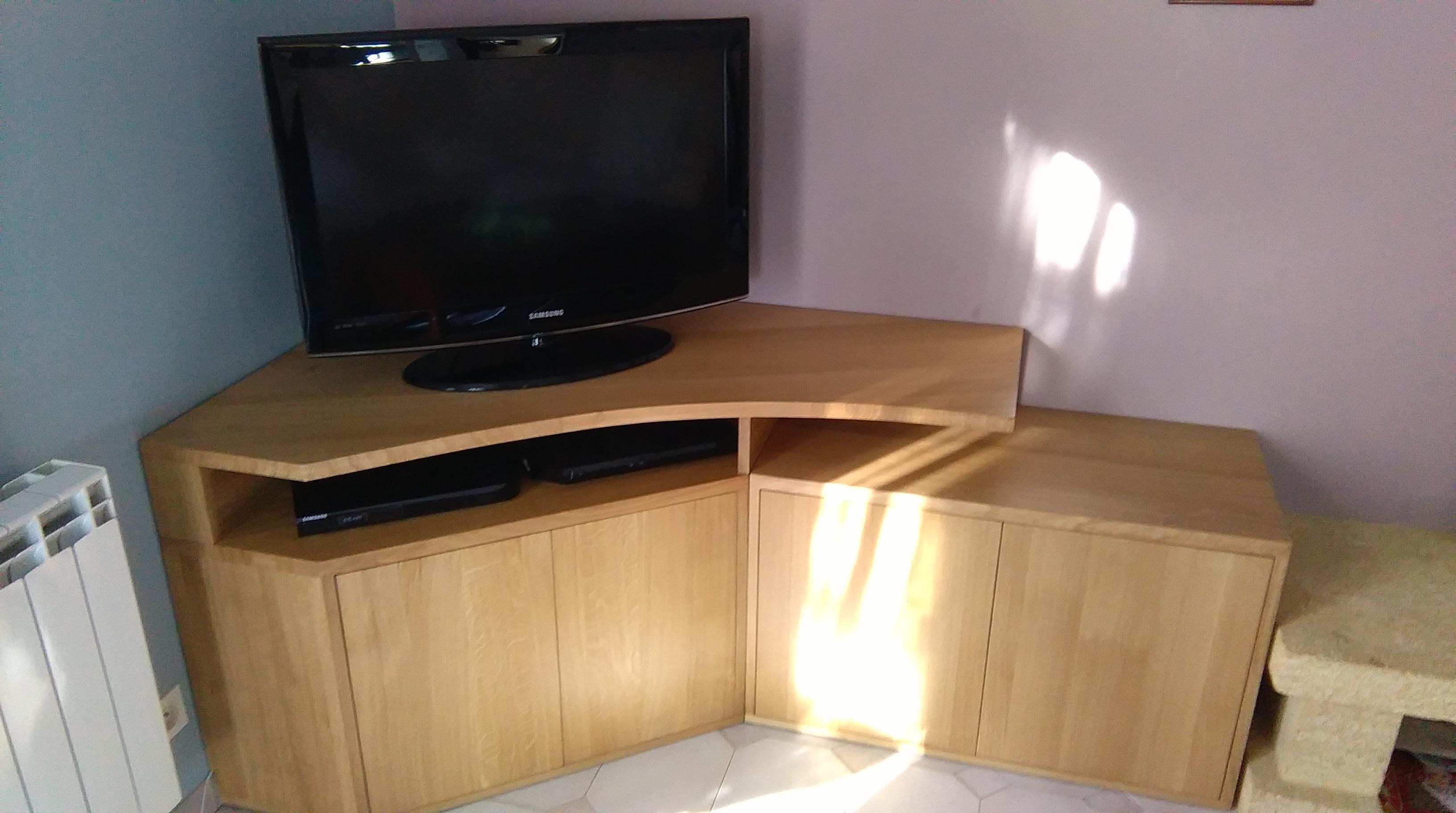 conception et fabrication d un meuble tv d angle sur mesure en ch ne massif eb 39 hen david. Black Bedroom Furniture Sets. Home Design Ideas